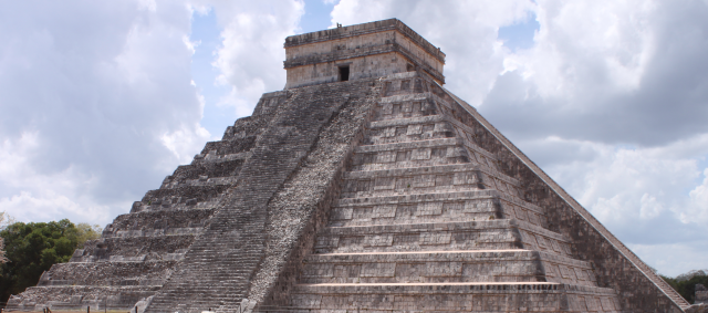 Frienldy-Madrid-Chichén-Itza-Mexico